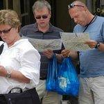 Il caratteristico sacchetto blu e i turisti