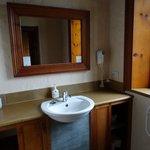 Ensuite Bathroom - Heritage Cottage