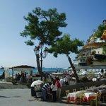 ビーチ正面、昼間なら絶景のレストラン