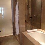 Grand Hyatt Doha - spacious bathroom