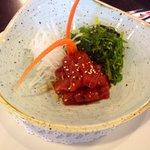 Atún rojo picante con algas