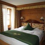 お部屋は木の温もりを感じるつくり。