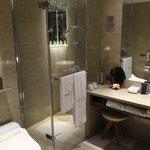 NIce spacey bathroom with amenities
