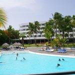 vue de la piscine et de l hotel