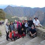 Foto del grupo!, de fondo una vista de la ciudadela desde la Puerta del Sol