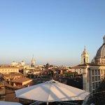 Panorama dalla terrazza (con graticcia che sorregge la facciata di Santa Maria dell'Anima)
