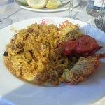 Paella con bogavante.
