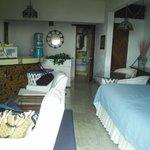 habitación con salita, comedor, cocineta, baño y terraza