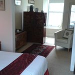 Large king/twin Chinese en-suite room