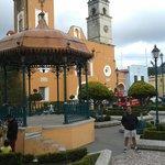 El hermoso centro de Real del Monte, el Hotel justo a un lado de la Parroquia de La Asunción