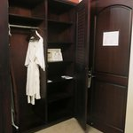 Entry and closet - room 3511