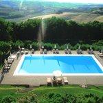Vista da piscina e região.