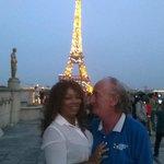 Torre Eiffel a noite.