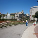 На площади фонтаны