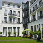 Hotel - Ansicht von hinten mit schönem Garten