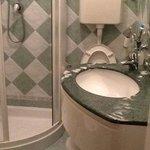 il bagnetto piccolo ma ristrutturato e pulito