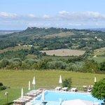 vue sur la vallée depuis la piscine
