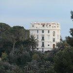 villa rotonda di fronte a villa Rothschild