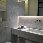 Bathroom with quality toilettries (great hair conditioner)