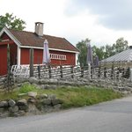 Farmhouse/split-log fence