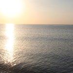 Il mare subito dopo il sorgere del sole