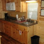 Hershey Park Log Cabin-Kitchen