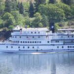 Sternwheeler on the Columbia River just out of White Salmon