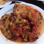 Pollo con salsa di okra