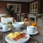 schmackhaftes Frühstück in hübschen Ambiente