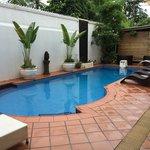 Kleiner Poolbereich im Innenhof