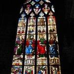Vitrail d'Arnaud de Moles - Chapelle du Saint Cœur de Marie : Noé, Ézéchiel, saint Pierre et la