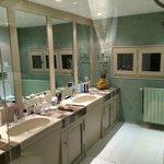 L'Olivier: badkamer: heel groot!