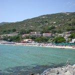 spiaggia privata a 100 m dall'albergo