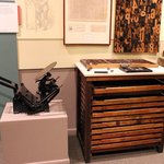 Printing press and movable type box
