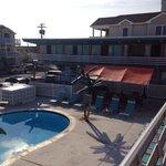 La piscine et espace BBQ