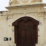 Magnifica puerta antigua Monasterio