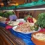 une partie du buffet salades