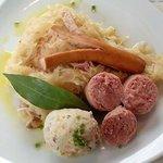 Mix di carni su letto di crauti