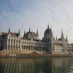Венгерский парламент - вид с прогулочного катера