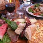 """Plateau gourmand + salade """"la rivière des vins"""""""