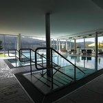 Schwimmbad mit Innen und Aussenbecken