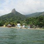 Chegando na Praia do Cruzeiro com pico ao fundo