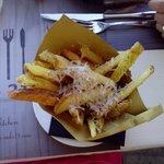 Patatine fritte cacio e pepe
