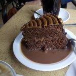 Tarta de chocolate, toffe y salsa de chocolate... Una Bomba!