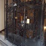 The 'Sarah Bernhardt' Elevator