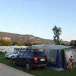 emplacement grand confort ( au moins120 m²) avec électricité 16 amp et eau + évacuation