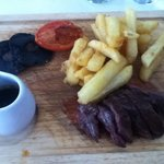 Steak olgnet and fluffy chips
