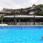 la piscina e il ristorante