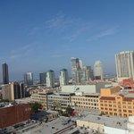 Vista da cidade no terraço do hotel
