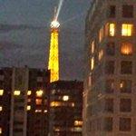 部屋から見るエッフェル塔